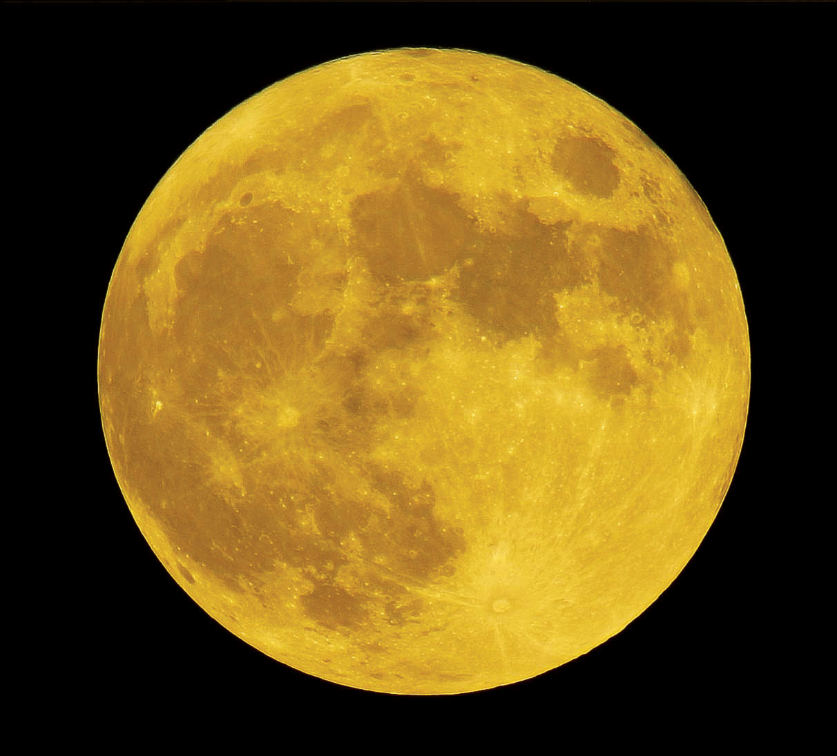 Full Moon of Golden Color 11/6/2014